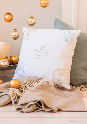 0022109-00000-01 Anchor Winter Dreams - Star and heart cushion.jpg
