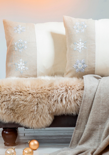 0022109-00000-04 Anchor Winter Dreams snowflake cushion cover_0.jpg