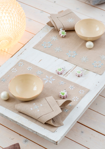 0022109-00000-05 Anchor Winter Dreams place mat with large and small snowflakes.jpg