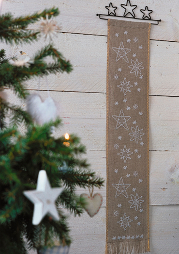 0022109-00000-08 Anchor Winter Dreams Wall hanging with stars.jpg