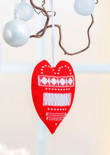 0022109-00000-09 Anchor Winter Dreams Decorative red heart.jpg