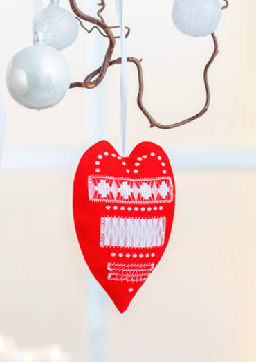 0022109-00000-09 Anchor Winter Dreams Decorative red heart.jpg