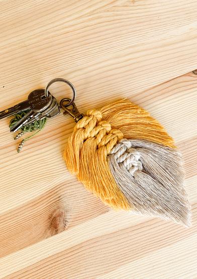 0022365-00001-02 Colourful feather keychain_A4.jpg