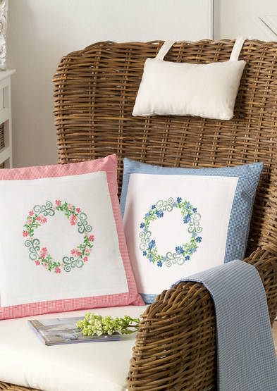 Cushions with flower wreath in pink and blue_3.jpg