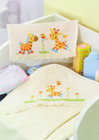 baby-pouch-and-towel-hood-cute-jungle-friends-motif.jpg